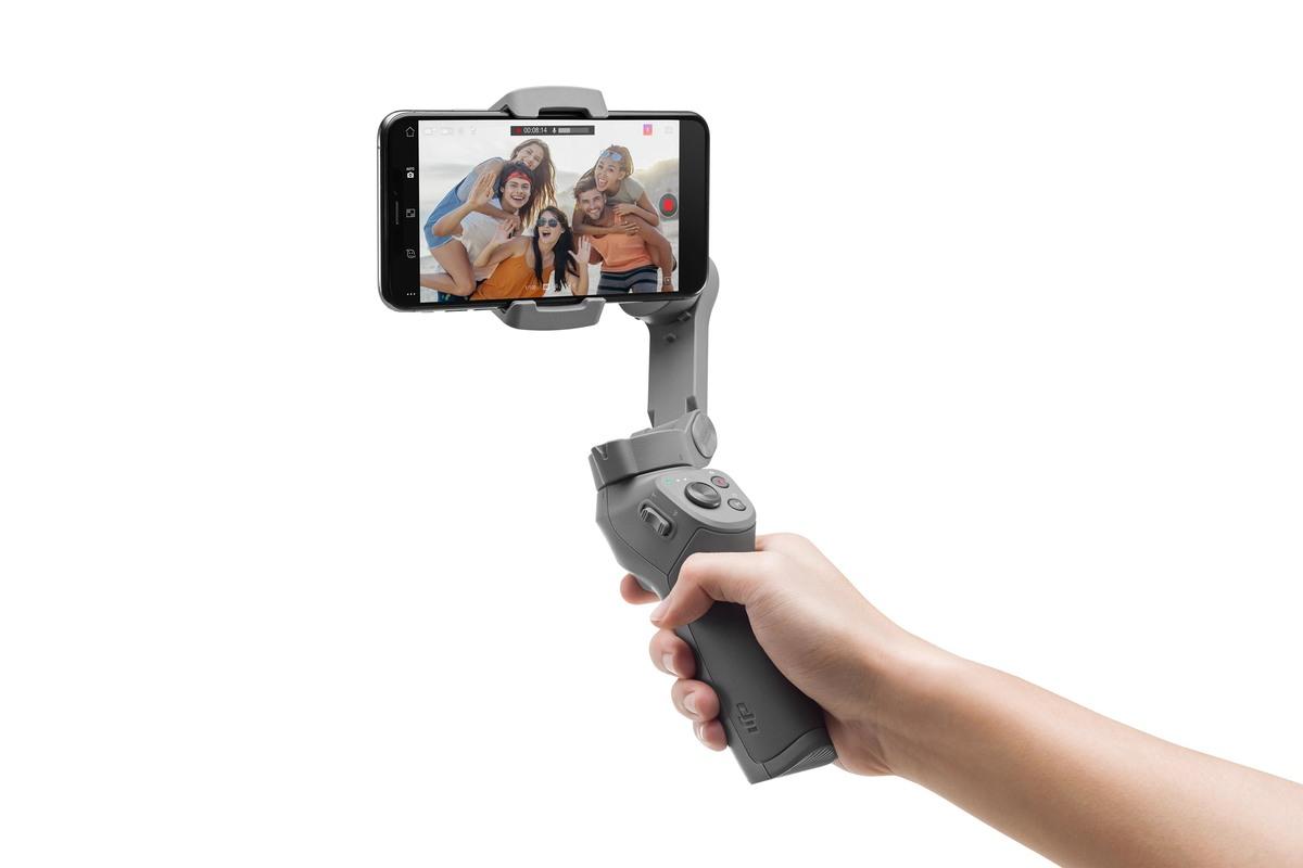お手軽に滑らか映像をスマホで撮る!折りたたみ式でさらに快適に「DJI Osmo Mobile 3」